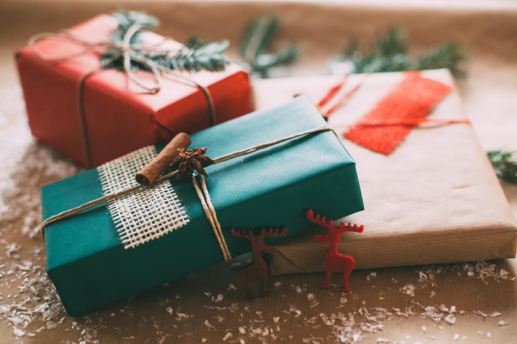 week32_1_1_Vintage Wrapped Presents