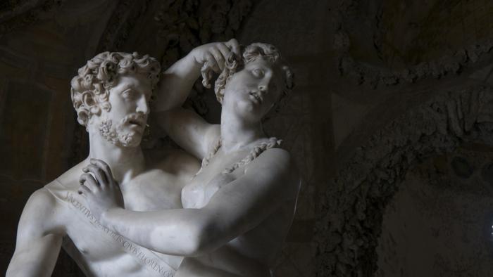 Paride e Elena di Vincenzo de' Rossi (Paris et Hélène de Vincenzo de' Rossi) à l'intérieur de la Grotta del Buontalenti.