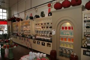 Silk Road est un endroit magnifique ou faire l'essai de thés exotiques ou de chocolats provenant de partout, de Victoria à l'Amérique du Sud.