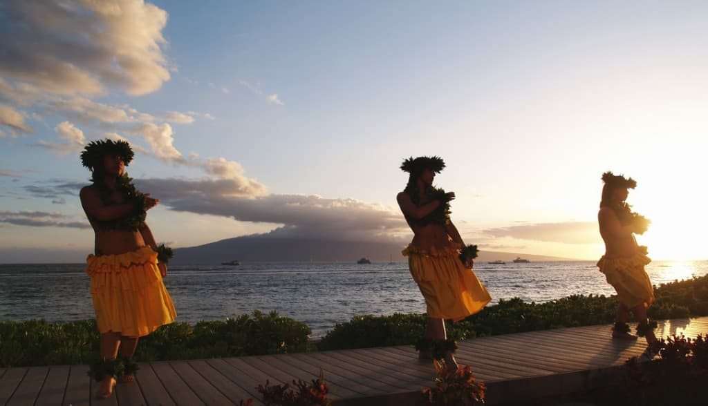 hawaii persuasive Cost of living versus minimum wage - hawaii, california, new york minimum wage is defined as the lowest wage paid or permitted to be paid it is a wage fixed by legal authority or by contract as the least that may be paid either to employed persons generally or a particular category of employed persons.