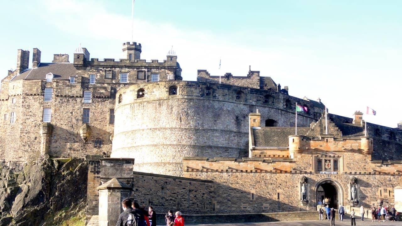 Exploringthe Royal Mile in Edinburgh
