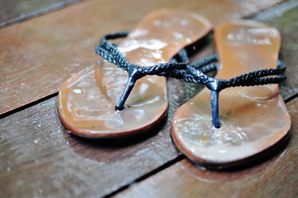 cw05_2_Flip Flops in the Rain