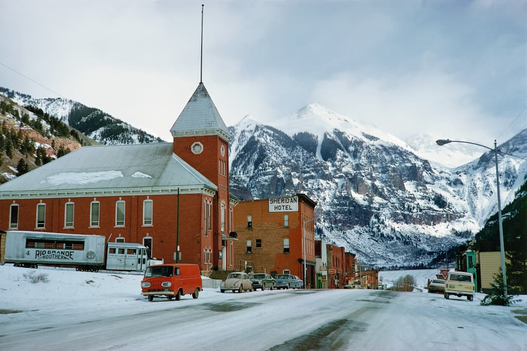 Best Small Towns in North America for Valentine's Day Lovin'