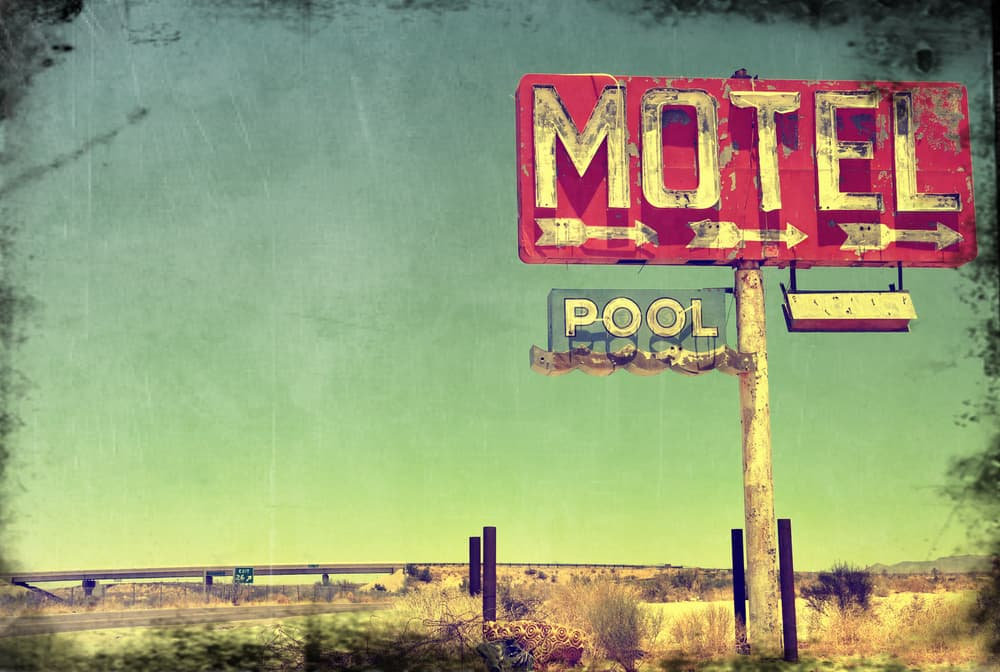 cw13_2_A worn vitage photo of an abandoned motel in Arizona