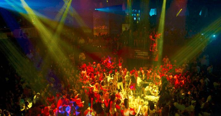 Cancun ambiance at night