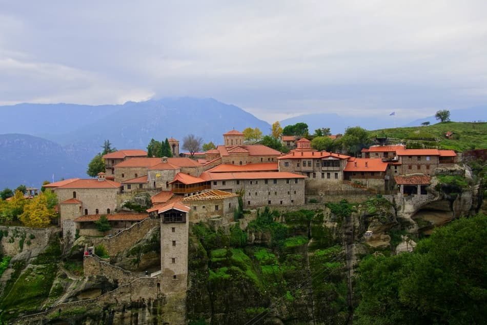 The First-Time Visitors Guide to Meteora - Expedia.ca