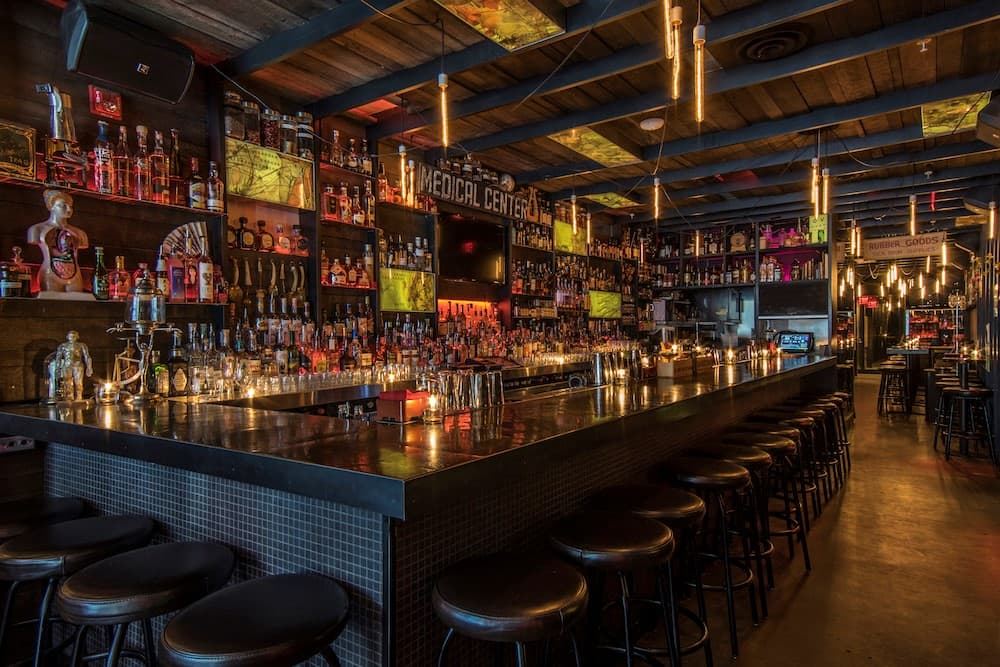 Top 10 hidden gem bars and restaurants in vancouver for Bar food vancouver