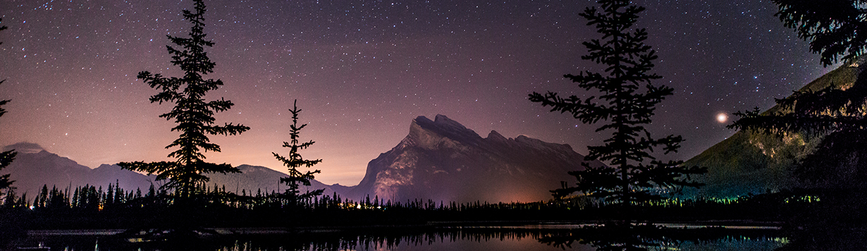 10 Awe-inspiring Stargazing Hot Spots in Canada