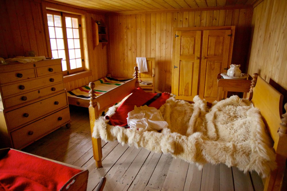 Exhibit of the interior of a bedroom at Fort Edmonton Park